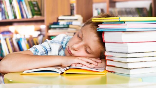 حيل سهلة تدفع طفلك إلى النوم في وقت مبكر