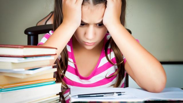 3 حلول لمواجهة رفض طفلك أداء واجباته المدرسية