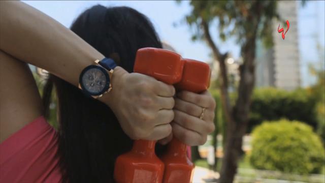 رشاقتك مع زينة-مارسي هذا التمرين السهل لشد الذراع الأمامية