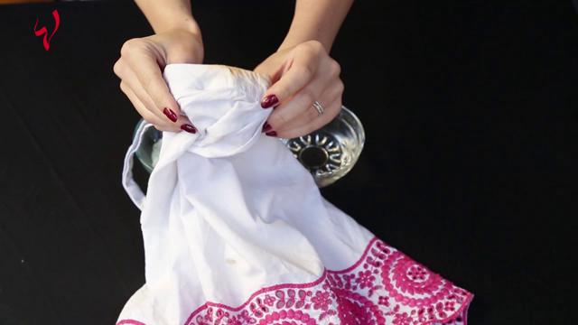 حياتك أسهل-كيف تزيلين كريم الأساس من الملابس؟