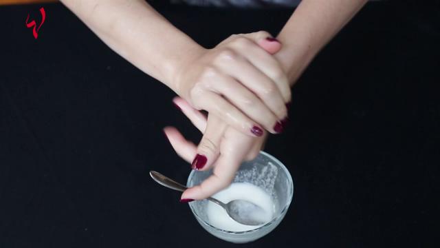 حياتك أسهل-حيلة رائعة - كيف تزيلين رائحة الطبخ من يديك؟